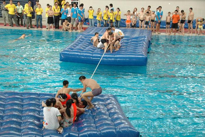 团队竞赛项目:水上拔河