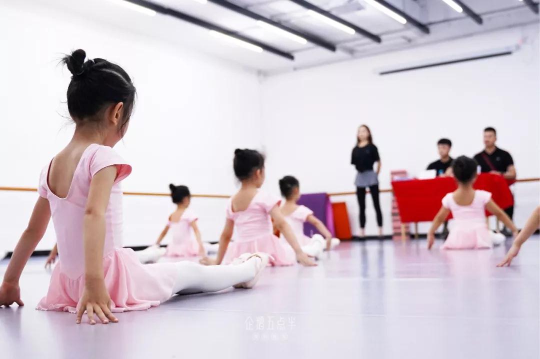 华彩中国舞考级圆满结束,企鹅少儿舞蹈积累经历收获成长!