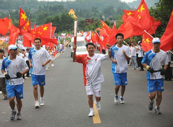 唐董事长传递奥运火炬