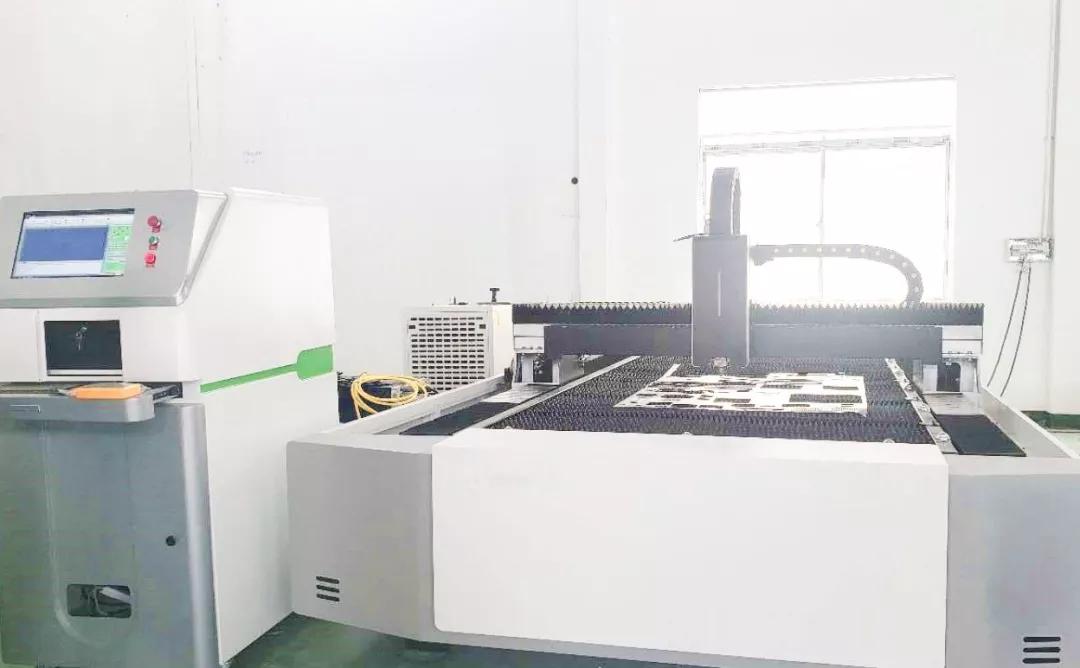 华科星的直流伺服电机应用于单台面光纤激光切割机|伺服系统
