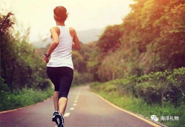 夏季养生攻略:四个方法帮你养阳气,第一个或许很多人经常做