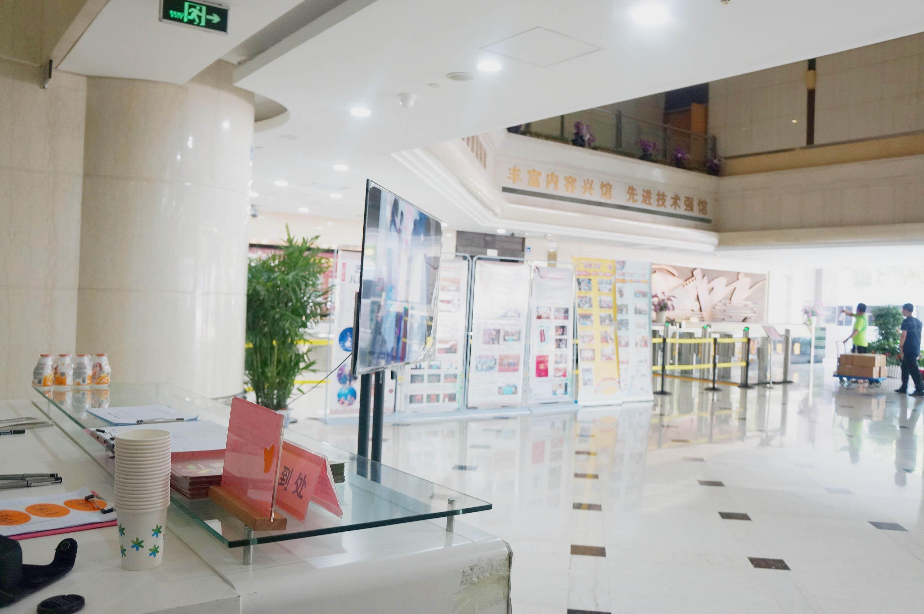 艺冉少儿艺术传播中心一楼大厅展示(1)