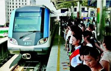 15年前今天武汉地铁开通首条线路 至今已运送乘客超48亿乘次