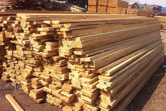 木材已成霍尔果斯铁路口岸进口量最大的货物