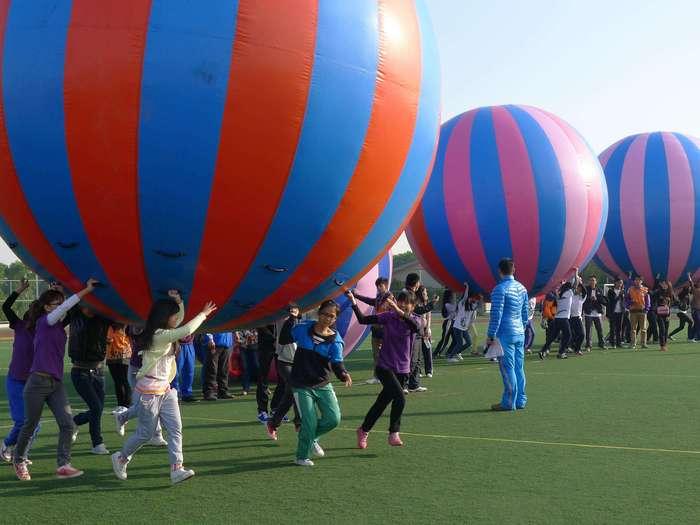 趣味运动会拓展项目:大彩球