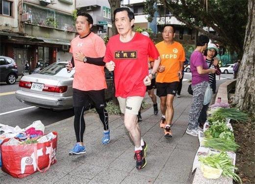 马英九卸任首日晨跑3公里,90秒做80个俯卧撑