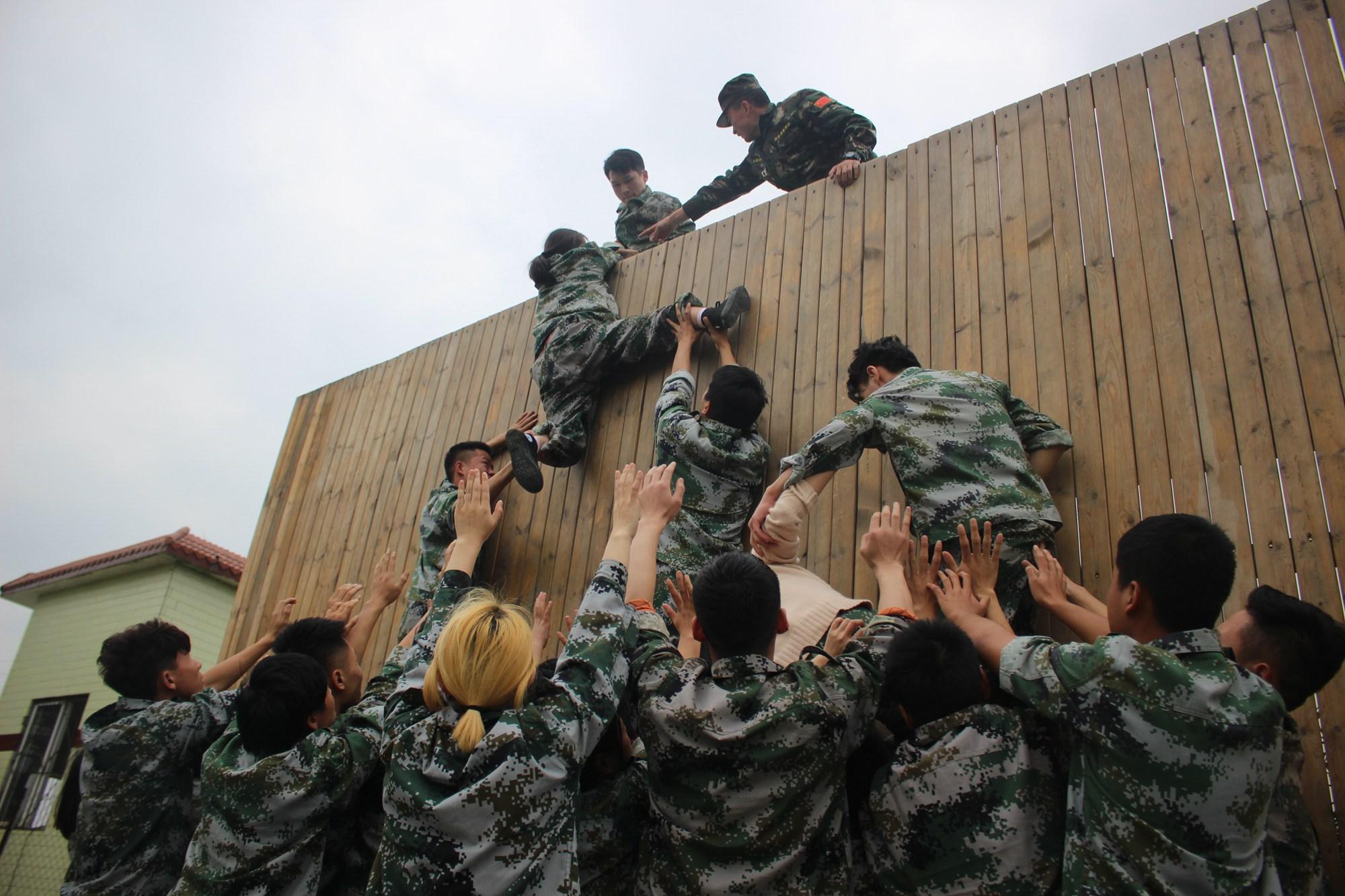 拓展训练项目毕业墙