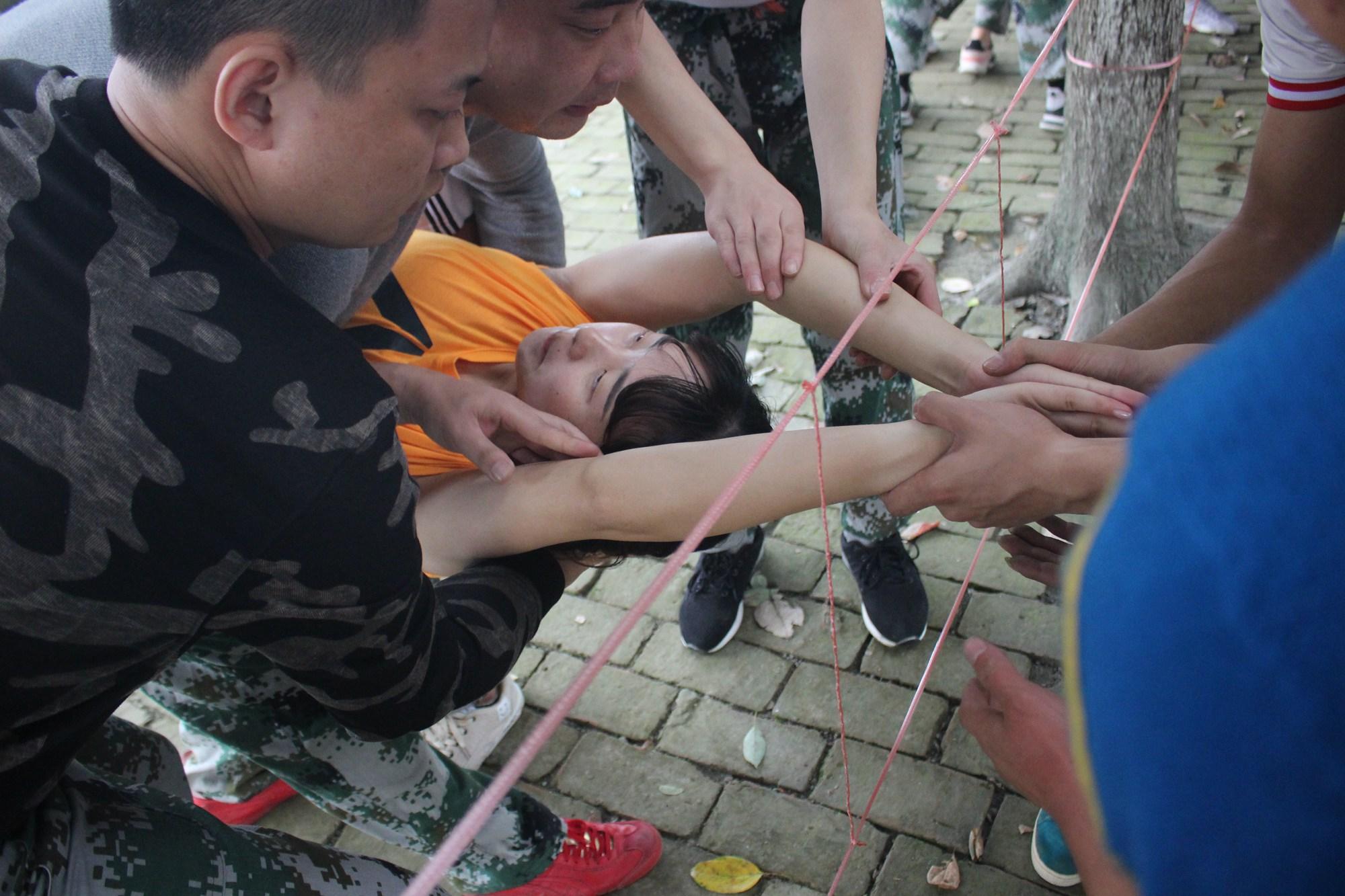 拓展训练项目穿越电网