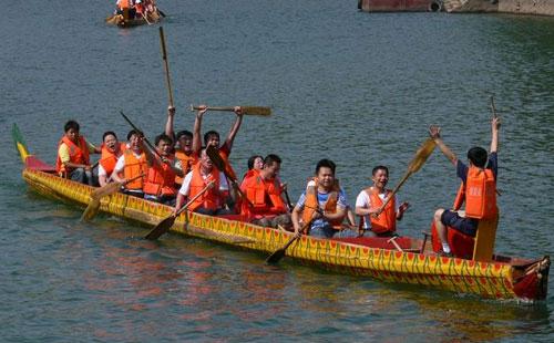 团队协作拓展训练项目:赛龙舟