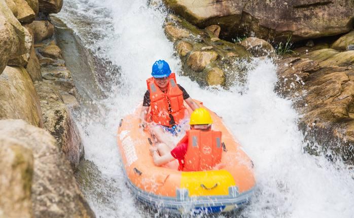 户外水上拓展训练项目:水上漂流
