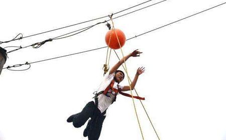 高空拓展训练项目:空中击球