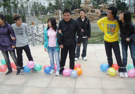 """破冰游戏""""踩气球""""游戏玩法规则介绍"""