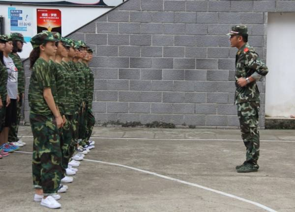 军事训练项目:跑步走