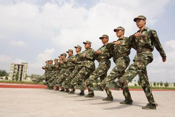 军事训练项目:正步走