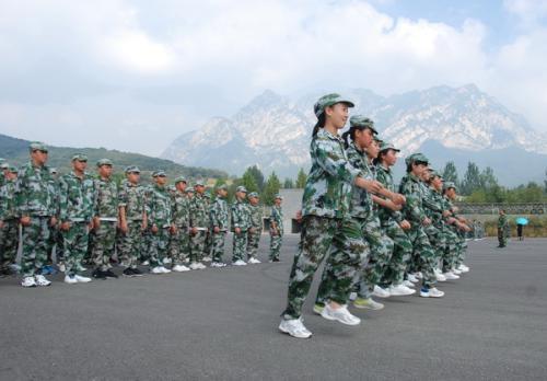 军事训练项目:齐步走