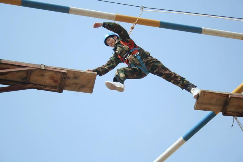 拓展训练项目高空断桥