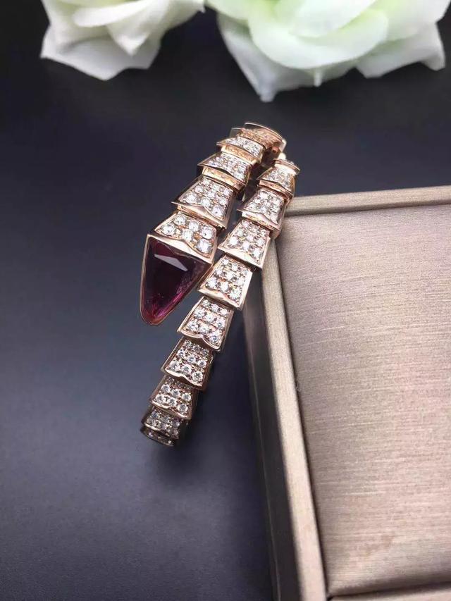 无珠宝不女人 浅谈一下珠宝搭配的讲究