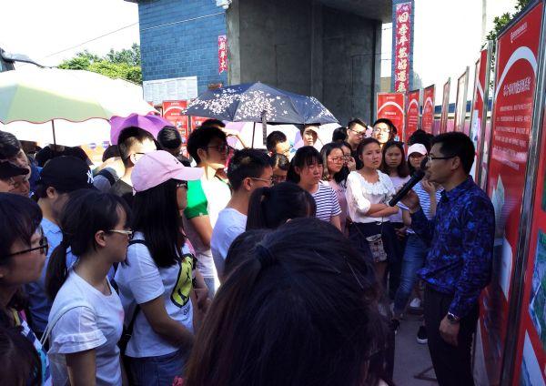 川农大150名师生参观巨星燎原猪场