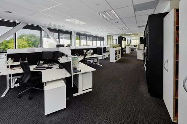 经济适用办公室用亮色点缀秒变时尚办公室