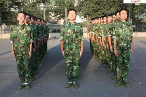 军事训练项目:站军姿