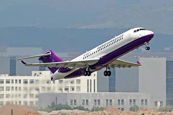 国产支线客机ARJ21进行首次高原演示飞行