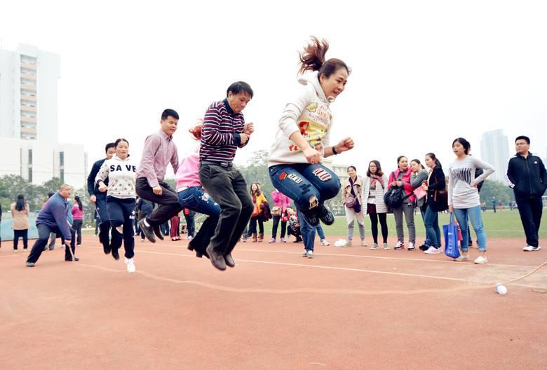 团队协作拓展训练项目:集体跳绳