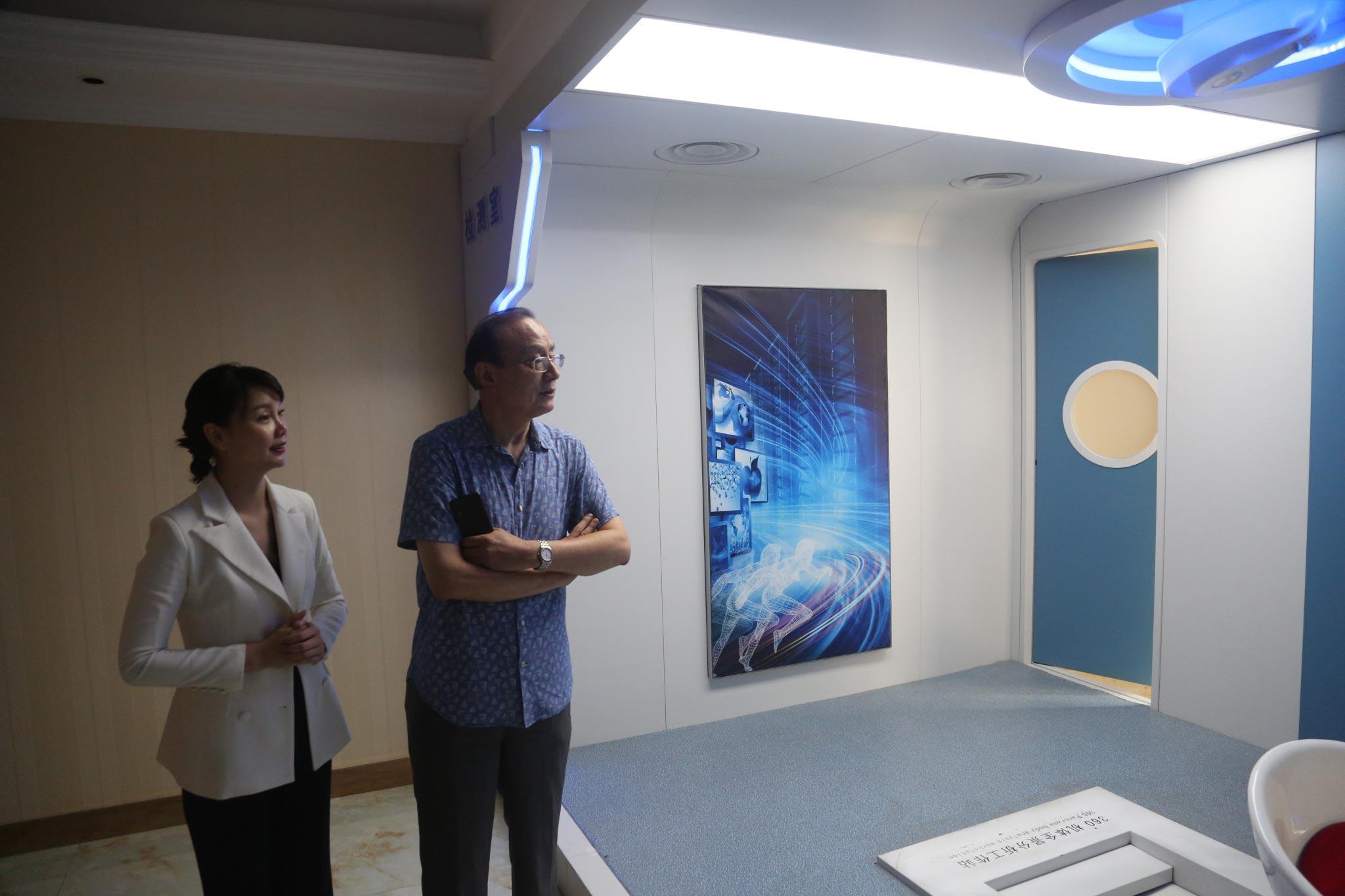 热烈欢迎中华医学会糖尿病学会常委胡仁明先生一行莅临楷恩医院指导工作!