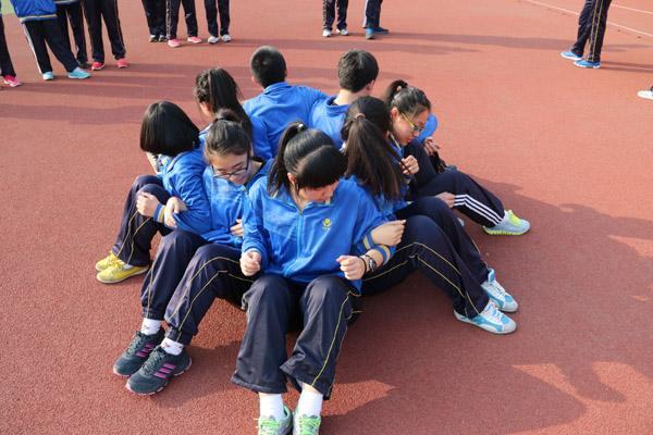 团队协作拓展训练项目:坐地起身