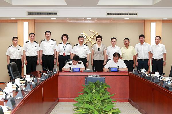 倪岳峰在署会见清华大学党委书记陈旭
