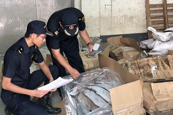 江门海关退运45.8吨进口水产品