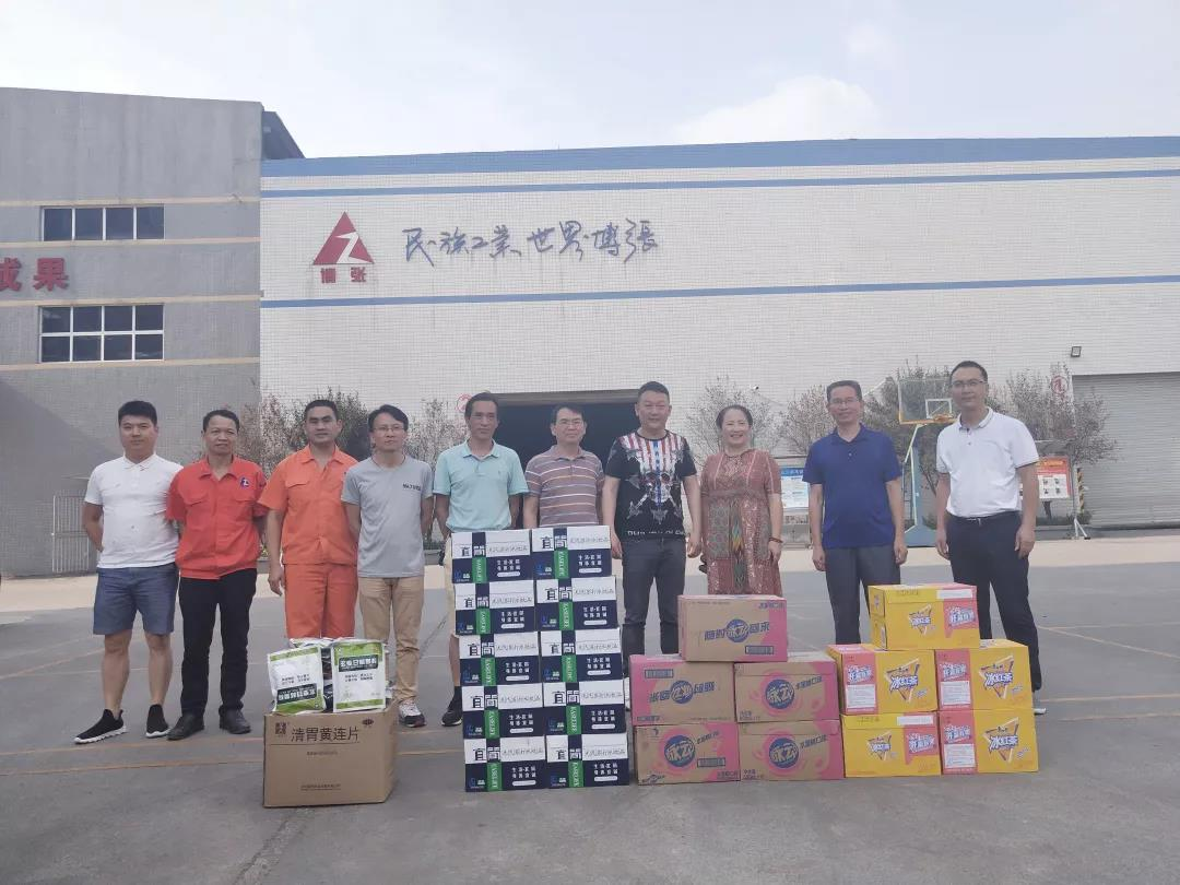 Leaders'Delivery of Coolness in the Hot Summer of August --- Thank the leaders of the CPPCC and the