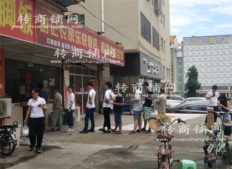 龙华科技园门口135㎡双门头餐饮店转让