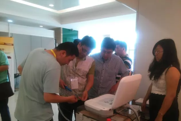 2015年中国人民解放军总医院泌尿外科腹腔镜和机器人大会于5月30日隆重召开