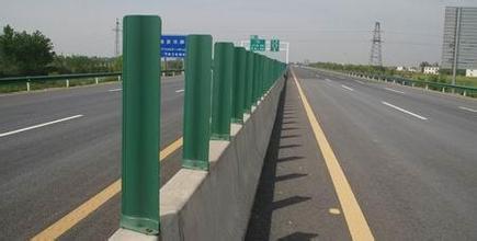 高速公路护栏板有什么警示功能?