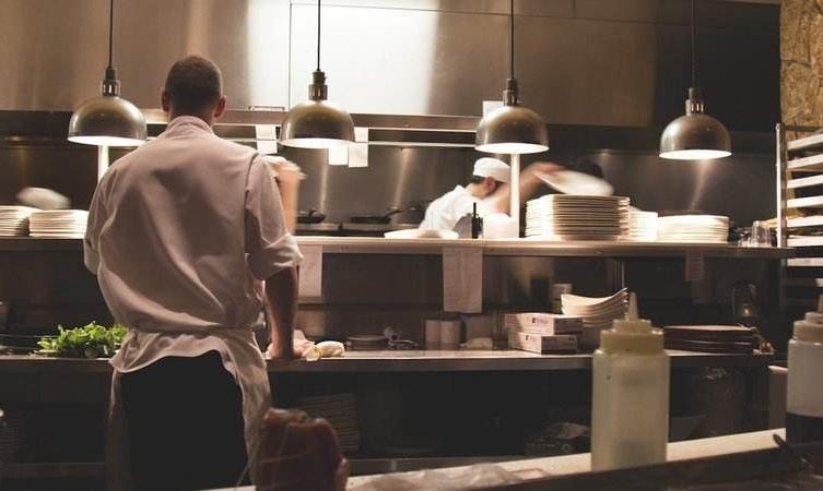 郑州餐厅设计中后厨排烟的常见问题--【设易空间设计】