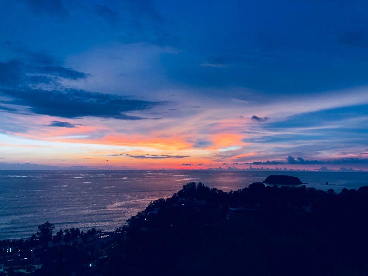 普吉岛卡伦海滩/海景公寓UBR