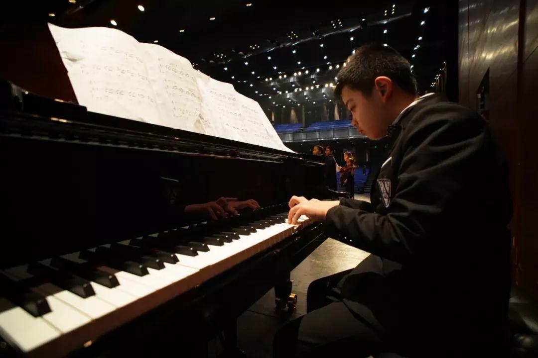 他的钢琴学习成长秘诀:打开眼界,看见世界