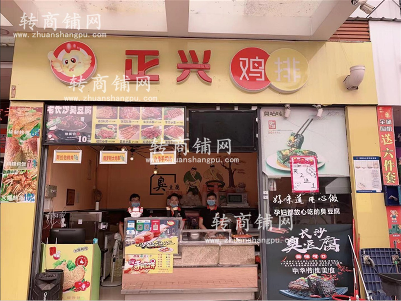 大型商场正大门第一家小吃店转让