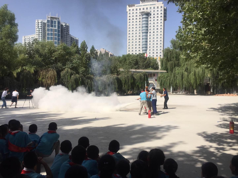 库尔勒市第二小学举办灭火、逃生演练