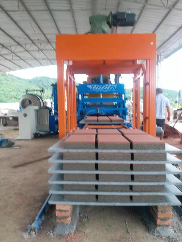 节能环保将成经济新支柱 -中材建科砖机