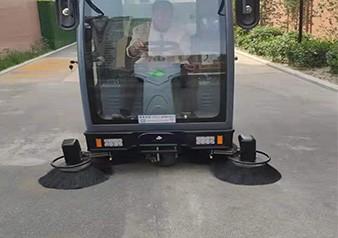 建业禹州分公司购置霸气V5扫地车