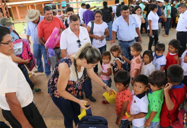 华舟重工向玻利维亚儿童献爱心