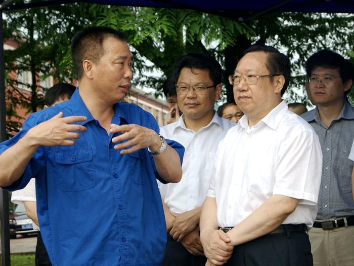 湖北省委常委、常务副省长王晓东视察华舟重工