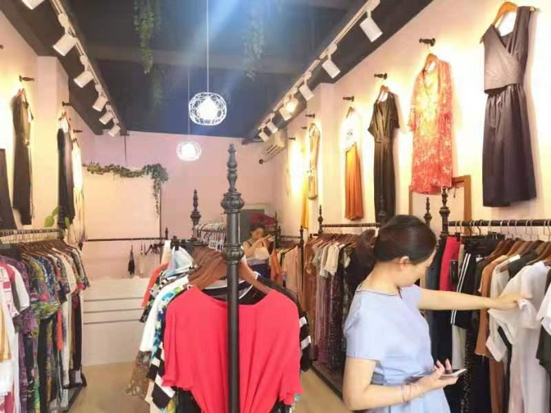 热烈祝贺阿莱贝琳品牌女装折扣店吉林辽源 贵州毕节 湖南株洲三店齐开