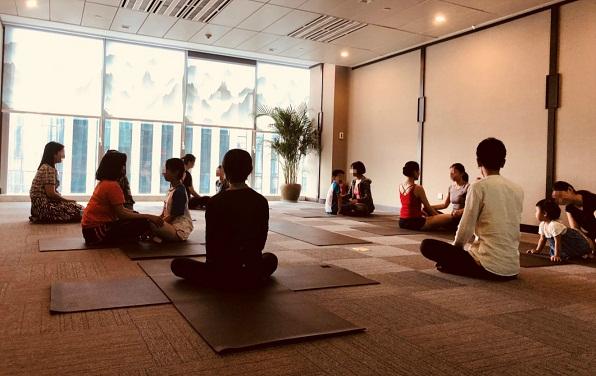 """""""爱的陪伴 玩转YOGA""""——阿拉丁资产重庆公司举办亲子瑜伽体验课堂"""