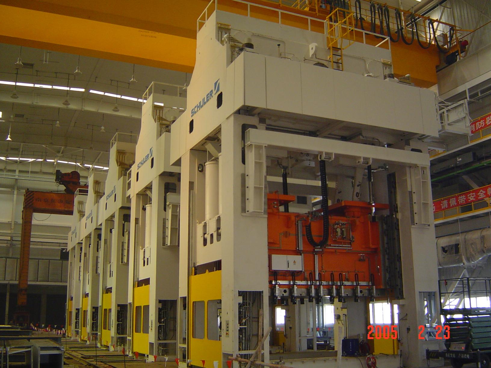 2005年 上海大众汽车16线压力机安装