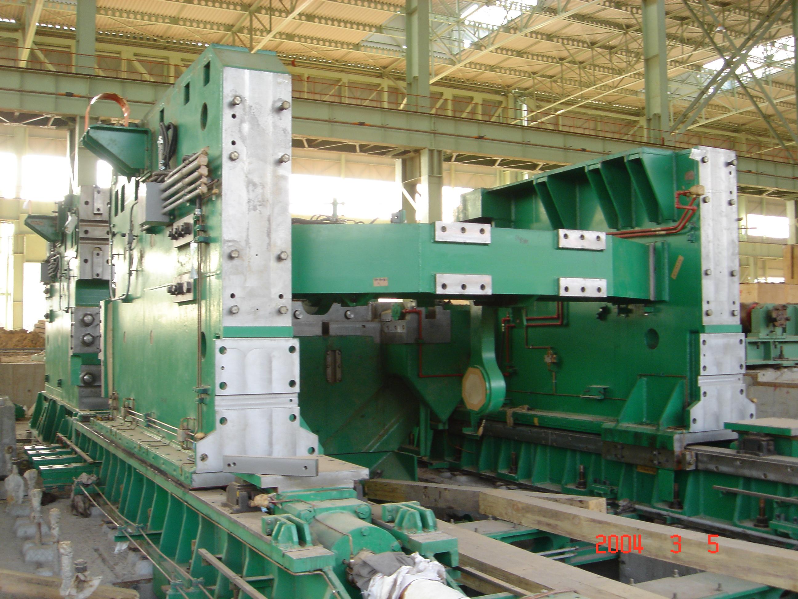 2005年 南钢宽中厚板工程双边剪设备安装