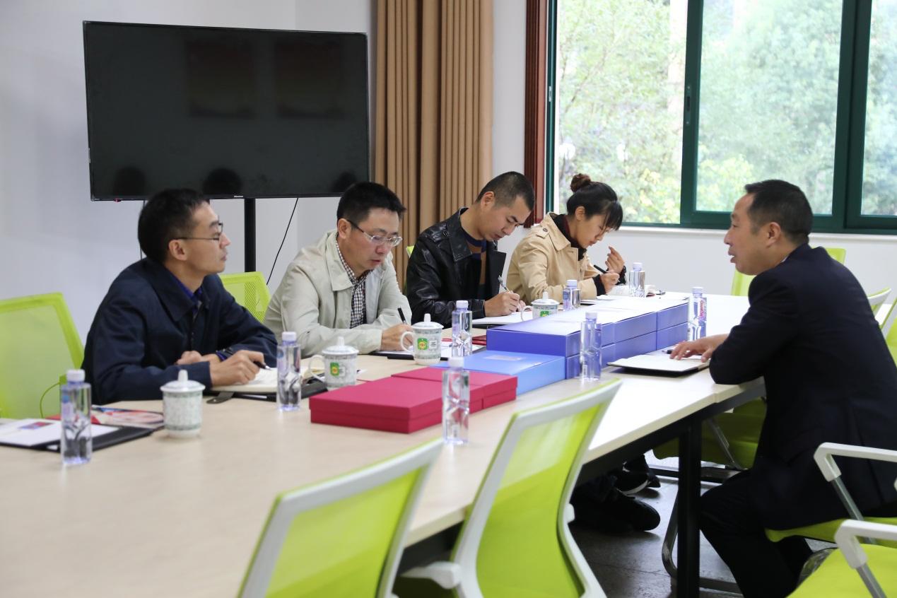 成都王府外国语学校党支部迎接主题教育检查纪实