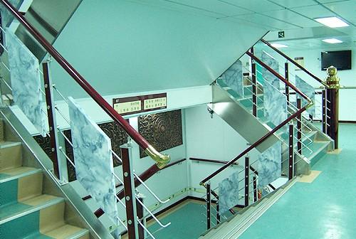 Deck back stairway