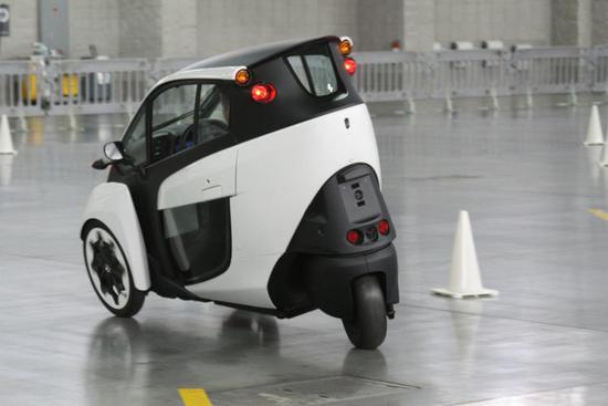 丰田那辆神奇的电动三轮车,最近上路测试了~